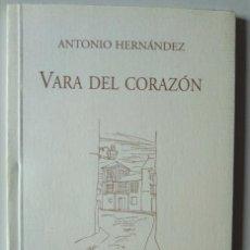 Libros de segunda mano: ANTONIO HERNÁNDEZ: VARA DEL CORAZÓN. DEDICADO Y FIRMADO POR EL AUTOR. Lote 186231681