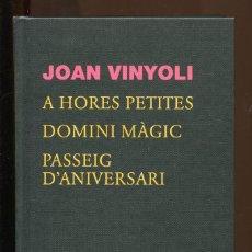 Libros de segunda mano: JOAN VINYOLI. A HORES PETITES. DOMINI MÀGIC. PASSAIG D'ANIVERSARI. ED. 62 2013. LLIBRE NOU. Lote 194267797