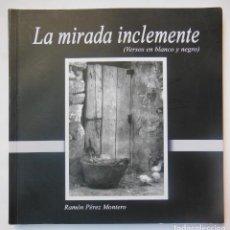 Libros de segunda mano: LA MIRADA INCLEMENTE (VERSOS EN BLANCO Y NEGRO) PÉREZ MONTERO RAMÓN.. 2012. Lote 195165212