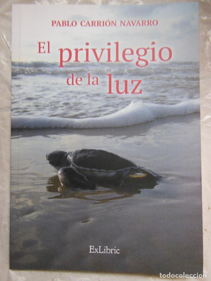 EL PRIVILEGIO DE LA LUZ. CARRIÓN NAVARRO PABLO. 2017 (Libros de Segunda Mano (posteriores a 1936) - Literatura - Poesía)