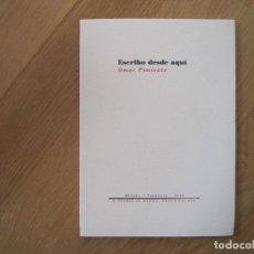 Libros de segunda mano: ESCRIBO DESDE AQUÍ, DE OMAR PIMIENTA. Lote 195451165