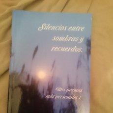 Libros de segunda mano: SILENCIOS ENTRE SOMBRAS Y RECUERDOS (MIS POEMAS MÁS PERSONALES 1). Lote 209338908