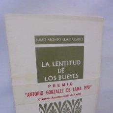 Libros de segunda mano: LA LENTITUD DE LOS BUEYES. JULIO ALONSO LLAMAZARES.PROVINCIA COLECCION DE POESIA. 1979 1ª EDICION.. Lote 218576616