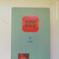 Libros de segunda mano: UN ESPACIO BAJO EL DIA. Lote 219964025