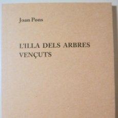 Libros de segunda mano: PONS, JOAN - L'ILLA DELS ARBRES VENÇUTS - MALLORCA 2016. Lote 233212605