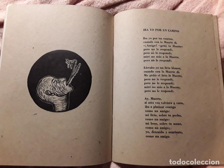 Libros de segunda mano: Iba yo por un camino, de Nicolás guillén. Poemas ilustrados por ibrahim miranda y aliosky garcia - Foto 2 - 244749280