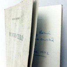 Libros de segunda mano: ADOLFO CASTAÑO : PUNTO CERO (1ª ED. LA ISLA D LOS RATONES. AUTÓGRAFO A RAMÓN BARCIA Y E. DE ANDRÉS). Lote 244994000
