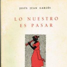 Libros de segunda mano: LO NUESTRO ES PASAR JESÚS JUAN GARCÉS 1963 NUMERADO Y DEDICADO AUTOR. Lote 265124929