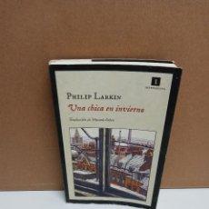 Libros de segunda mano: PHILIP LARKIN - UNA CHICA EN INVIERNO - IMPEDIMENTA. Lote 269037563