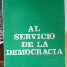 Livros em segunda mão: AL SERVICIO DE LA DEMOCRACIA, FERNANDO ALVAREZ DE MIRANDA. Lote 57396772