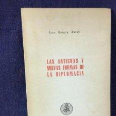Libros de segunda mano: LAS ANTIGUAS Y NUEVAS FORMAS DE LA DIPLOMACIA GARCIA ARIAS 1966 FIRMA DEDICADO AUTOR 21,5X13,5CMS. Lote 85448960
