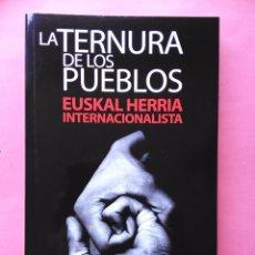 Libros de segunda mano: LA TERNURA DE LOS PUEBLOS EUSKAL HERRIA INTERNACIONALISTA JESUS VALENCIA 2011 TXALAPARTA. Lote 89486876