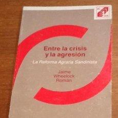 Libros de segunda mano: ENTRE LA CRISIS Y LA AGRESION. LA REFORMA AGRARIA SANDINISTA. JAIME WHEELOCK. Lote 134231062