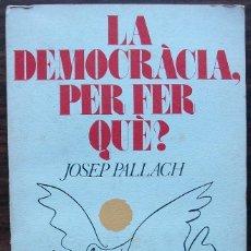 Libros de segunda mano: LA DEMOCRACIA, PER FER QUE? JOSEP PALLACH. Lote 152792010