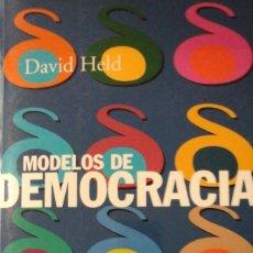 Libros de segunda mano: MODELOS DE DEMOCRACIA (MADRID, 2002). Lote 168591776