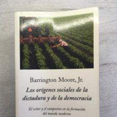 Livros em segunda mão: BARRINGTON MOORE, JR. LOS ORÍGENES SOCIALES DE LA DICTADURA Y DE LA DEMOCRACIA. Lote 169454160