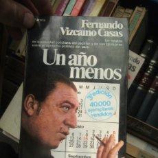 Libros de segunda mano: UN AÑO MENOS, FERNANDO VIZCAÍNO CASAS. L.2604-804. Lote 175662802