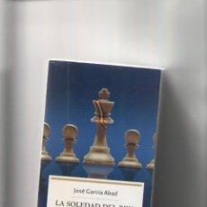 Libros de segunda mano: AUTOR: JOSE GARCIA ABAD- LA SOLEDAD DEL REY-E.D. LA ESFERA-AÑO 2005-MEDIDAS 19 X 12 CM-TAPA BLANDA-. Lote 175679497