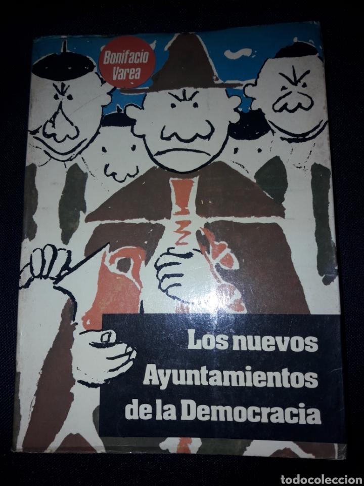 LOS NUEVOS AYUNTAMIENTOS DE LA DEMOCRACIA DE BONIFACIO VAREA. 1979. 240 PÁGINAS (Libros de Segunda Mano - Pensamiento - Política)