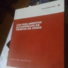 Libros de segunda mano: LOS PARLAMENTOS AUTONÓMICOS EN TIEMPOS DE CRISIS. Lote 186321995