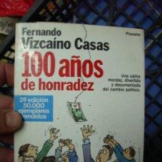 Libros de segunda mano: 100 AÑOS DE HONRADEZ, FERNANDO VIZCAÍNO CASAS. L.6922-617. Lote 194575812
