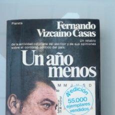 Libros de segunda mano: UN AÑO MENOS. FERNANDO VIZCAÍNO CASAS. 1979.. Lote 205847057