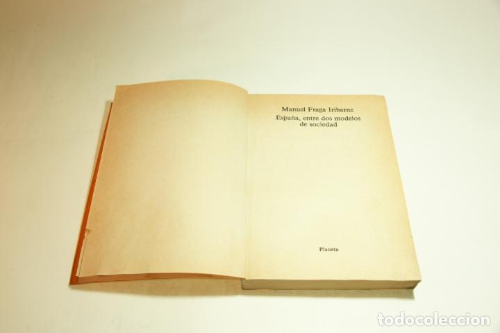 Libros de segunda mano: España entre dos modelos de sociedades. Manuel Fraga Iribarne. Firmado y dedicado. 1982. - Foto 3 - 209417908