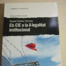 Libros de segunda mano: RAQUEL GAMEZ SERRANO, ELS CIE O LA IL·LEGALITAT INSTITUCIONAL, LLIBRES DEL DELICTE, NOU. Lote 215295822