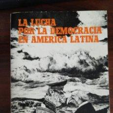 Libros de segunda mano: LA LUCHA POR LA DEMOCRACIA EN AMÉRICA LATINA. VV.AA. UNIVERSIDAD MENÉNDEZ PELAYO. Lote 215645595