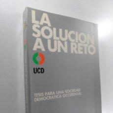 Libros de segunda mano: SOLUCIÓN A UN RETO, LA UNIÓN DE CENTRO DEMOCRÁTICO. Lote 221718213