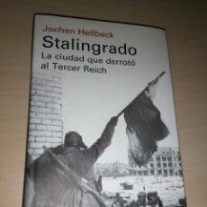 Libros de segunda mano: STALINGRADO, LA CIUDAD DE DERROTÓ AL TERCER REICH - JOCHEN HELIBECK. Lote 234948335