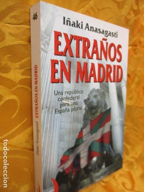 Libros de segunda mano: EXTRAÑOS EN MADRID: UNA REPÚBLICA CONFEDERAL PARA UNA ESPAÑA PLURAL. ANASAGASTI - Foto 2 - 236417770