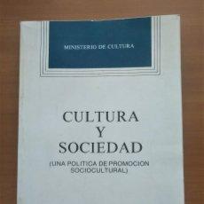 Libros de segunda mano: CULTURA Y SOCIEDAD, UNA POLÍTICA DE PROMOCIÓN SOCIOCULTURAL, MINISTERIO DE CULTURA, 1985. Lote 237376915