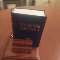 Libros de segunda mano: LIBRO MINI CONSTITUACIÓN. Lote 238479535