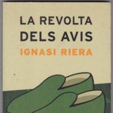 Libros de segunda mano: LA REVOLTA DELS AVIS / IGNASI RIERA EDICIONES 62 1ª EDICION 2005. Lote 240016620