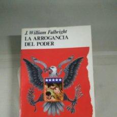 Libros de segunda mano: LA ARROGANCIA DEL PODER - J. WILLIAM FULBRIGHT. COLECCIÓN POPULAR. Lote 244960270