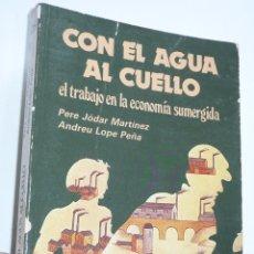 Libros de segunda mano: CON EL AGUA AL CUELLO. EL TRABAJO EN LA ECONOMÍA SUMERGIDA - PERE JÓDAR MARTÍNEZ, ANDREU LOPE PEÑA. Lote 263565675