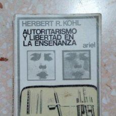 Libros de segunda mano: AUTORITARISMO Y LIBERTAD EN LA ENSEÑANZA. HERBERT R KOHL. EDIT ARIEL. 1974. Lote 278484663