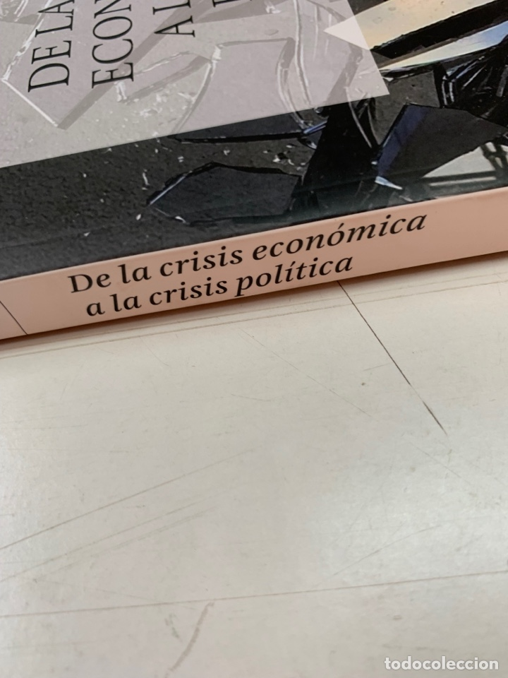 Libros de segunda mano: DE LA CRISIS ECONÓMICA A LA CRISIS POLÍTICA. MANUEL CASTELLS.LA VANGUARDIA EDICIONES. BARCELONA 2016 - Foto 4 - 287736273