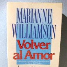Libros de segunda mano: VOLVER AL AMOR (MARIANNE WILLIAMSON) BASADO EN UN CURSO DE MILAGROS. LÍNEA LOUISE L. HAY. URANO 2004. Lote 98617495