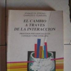 Libros de segunda mano: EL CAMBIO A TRAVÉS DE LA INTERACCIÓN. STANLEY R. STRONG CHARLES D. CLAIBORN. DESCLÉE DE BROUWER 1985. Lote 101073063