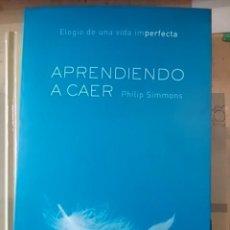 Libros de segunda mano: APRENDIENDO A CAER. ELOGIO DE UNA VIDA IMPERFECTA (BARCELONA, 2002). Lote 104440235