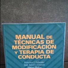 Libros de segunda mano: MANUAL DE TECNICAS DE MODIFICACION Y TERAPIA DE CONDUCTA. VV.AA. PIRAMIDE 2001. . Lote 126329831