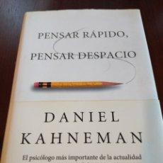 Libros de segunda mano: PENSAR RÁPIDO, PENSAR DESPACIO. DANIEL KAHNEMAN. Lote 143129937