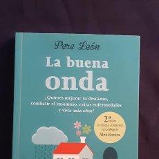 Libros de segunda mano: LA BUENA ONDA - PERE LEÓN - URANO 2016. Lote 165989274