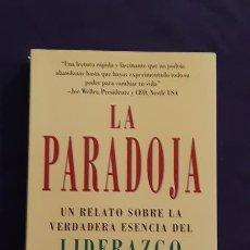 Libros de segunda mano: LA PARADOJA - JAMES C HUNTER - EDICIONES URANO 1999. Lote 165989370