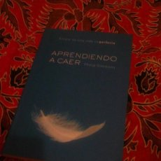 Libros de segunda mano: APRENDIENDO A CAER - PHILIP SIMMONS - MARTINEZ 2002. Lote 166741928