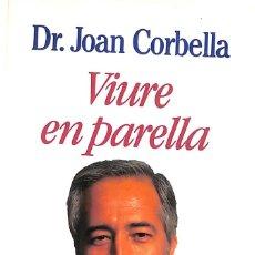 Libros de segunda mano: VIURE EN PARELLA - JOAN CORBELLA. Lote 172963907