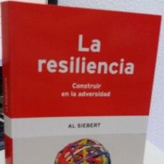 Libros de segunda mano: LA RESILIENCIA. CONSTRUIR EN LA ADVERSIDAD - SIEBERT, AL. Lote 175453125