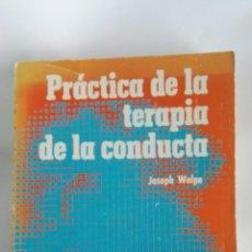 Libros de segunda mano: PRÁCTICA DE LA TERAPIA DE LA CONDUCTA JOSEPH WOLPE. Lote 178912720